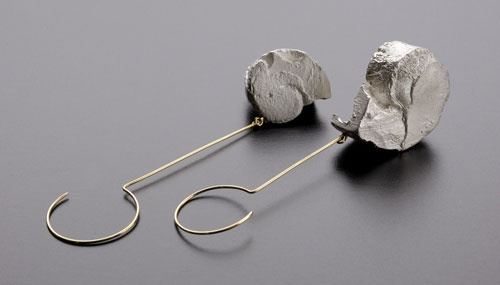 Eugenia Ingegno Earrings: Untitled 2009 Silver, 18kt gold Photo: Federico Cavicchioli
