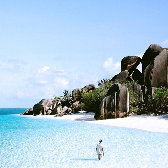 Wow, what a beautiful picture 😍 @alexpreview is exploring stunning La Digue, the Seychelles.  Look how blue the water is 🌊 and how white the sand ... ☀ Looks like a paradise on earth 🌴 Is this what your dream destination looks like?  .  .  .  #paradise #clearwater #beach #islands #seychelles #welltravelled #visualsoflife #wanderlust #instatravel #travel #livethelittlethings #instapicture #worldtravelbook #paperfliesinspired #paperflies #travelgram #travelblogger #traveler…