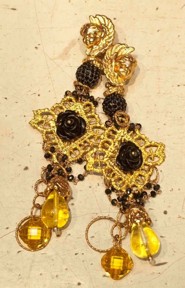 Black, gold and yellow earrings #orecchini #madeinitaly #nighoutaccesories #giuseppinafermi