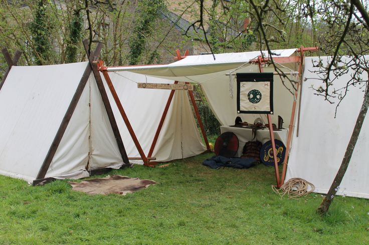 Great set up and use of space with the tent poles. Compagnie Felag Öfardig Ducka https://www.facebook.com/FelagOfardigDucka