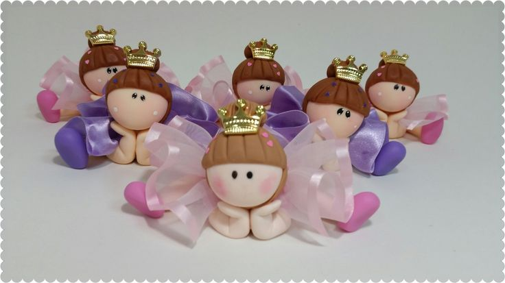 Porta docinhos individuais feitos em biscuit para uma festa de bailarina ou princesa bailarina.