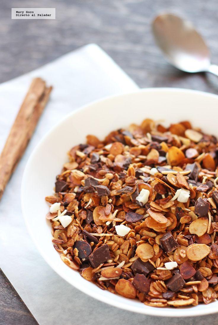 Receta de granola casera de almendra, coco y chocolate. Con fotografías paso a paso, consejos y sugerencias de degustación. Recetas fáciles para el desayuno