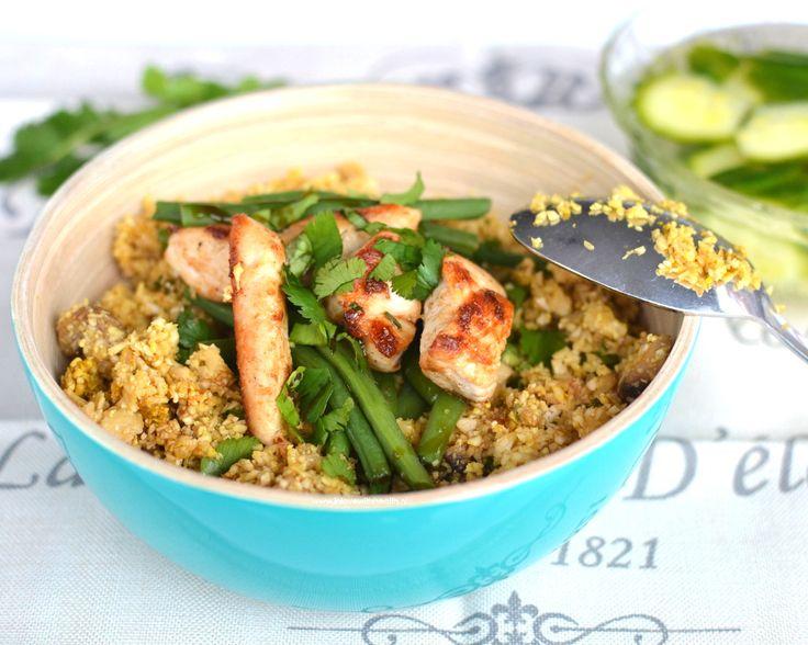 """Nasi.. Voor mijn """"lifestyle change"""" was dit mijn favoriet. Ik at per maaltijd wel 200 gram nasi (witte rijst) en nog zou ik er een vol bord achteraan kunnen eten.. Jam jam! Maar helaas, die tijden zijn voorbij. Aangezien nasi ook een favoriet is voor mijn vriend maak ik dit nog vaak. Ik maakte dan …"""