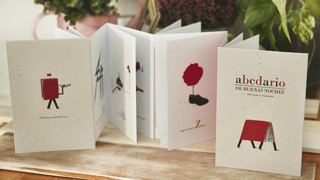 Es un proyecto de un abecedario ilustrado, una edición especial de 100 ejemplares encuadernados a mano en acordeón de doble sentido con cuadernillos sobre papel Bristol de 315 gramos, numerados y firmados.