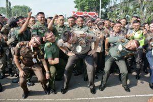 Peringatan HUT ke 72 RI TNI Polri Perkuat Soliditas