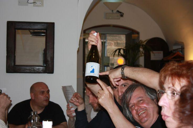 #ViaggiatoridelGusto #Noli #BaccoReunion e' bellissimo gustare l'ottima cucina Ligure e soprattutto brindare con il fantastico vino Bianco Lumassina, tra i sorrisi urlando di felicita' alla socialita'. Bacco Reunion a Noli Aprile 2013