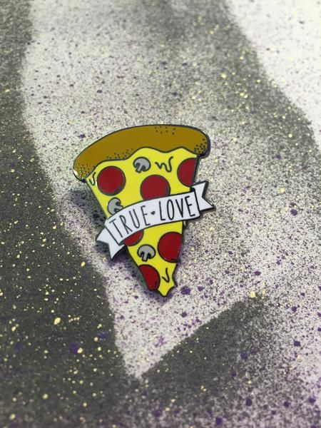 Hand-drawn in Portland!Illustrated 'True Love' pizza enamel pin. Show 'em who's number one!! The brooch measures about 1 by 1.25 inches. (25x30mm)