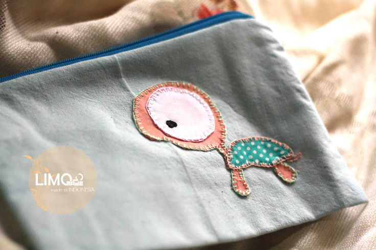 Turtle | 30K | bahan : kain belacu | check this limo-made.blogspot.com #handmade #pouch #limitededition #semarang #indonesia #limomade