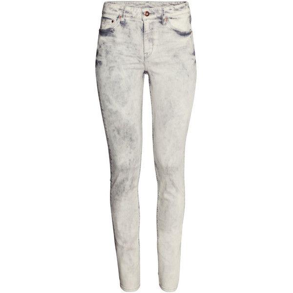 H&M Skinny Regular Jeans (295 UYU) ❤ liked on Polyvore featuring jeans, pants, bottoms, pantalon, light grey, skinny fit jeans, 5 pocket jeans, skinny leg jeans, light grey skinny jeans and skinny jeans