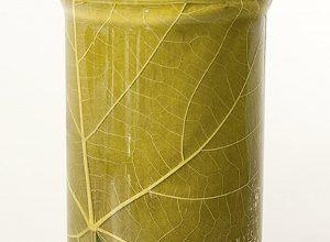 Kiszone liście winorośli - Liście winogron należy zbierać w czerwcu. Po rozbiciu środkowego włókna włożyć do marynaty i poczekać aż zmiękną.