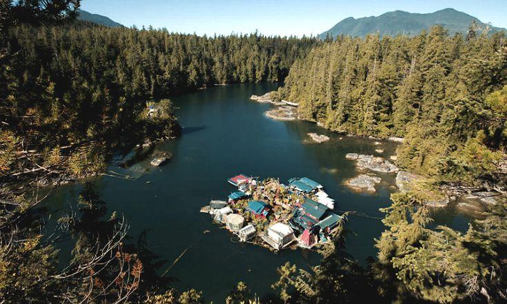 Lifegoals! Dit koppel bouwde een drijvend eiland en het is een paradijs op aarde