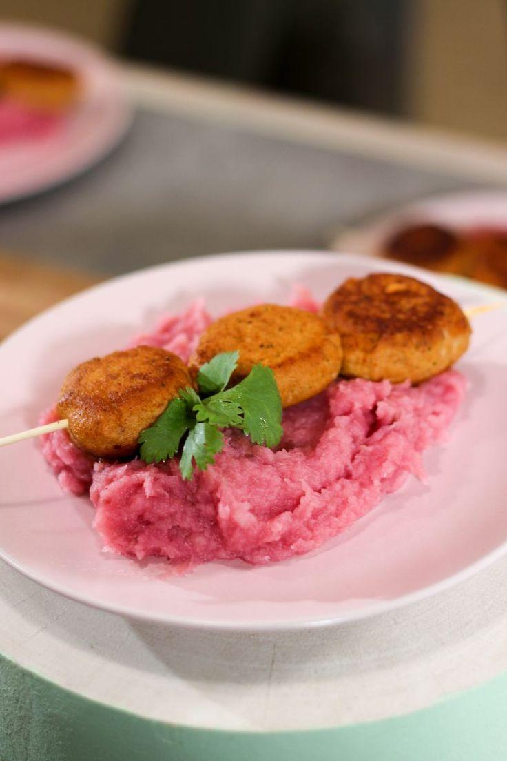 """Het lekkerste recept voor """"Pastinaak-rode bietenpuree met zalmballetjes """" vind je bij njam! Ontdek nu meer dan duizenden smakelijke njam!-recepten voor alledaags kookplezier!"""