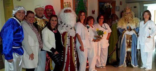 La alcaldesa de Salobreña acompañó a los Reyes Magos al hospital de Santa Ana