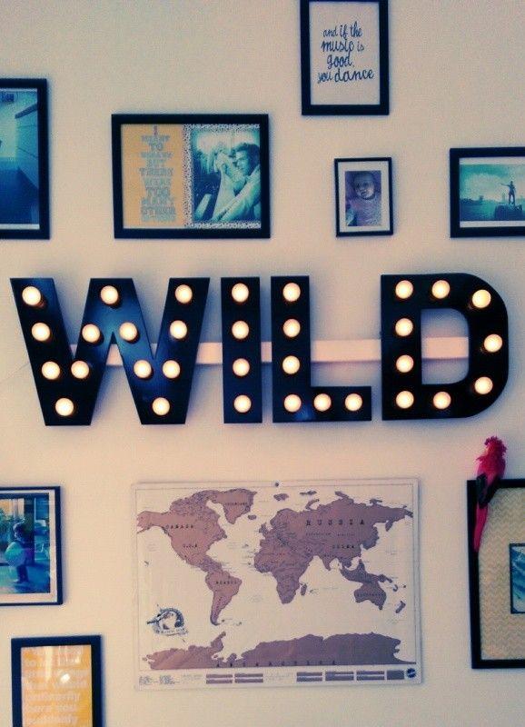 Deze letterlamp geeft een unieke sfeer in ieder huis, kantoor of winkel.   http://www.funky-friday.com/woonaccessoires/verlichting/letterlampen/letterlamp-woord-40cm-5-letters.html Price €355,00