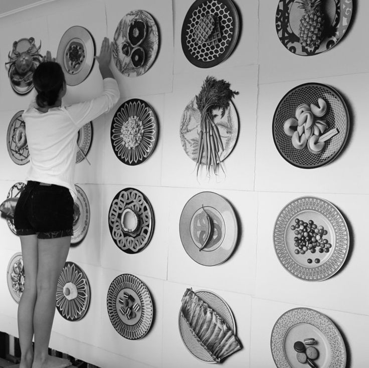 Cj Hendry drawing 50 foods in 50 days on Hermes plates - http://www.thecoolhunter.net/article/detail/2299/the-cool-hunter-launches-cj-hendry-debut-solo-exhibition-in-sydney