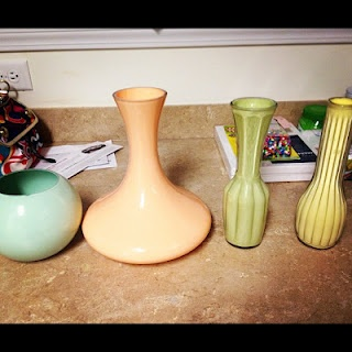 painted vases: Diy Ideas, Crafts Ideas, Glasses Vase, Paintings Vase, Painted Vases, Kitchens Cabinets, Diy Projects, Coats, Diy Vase