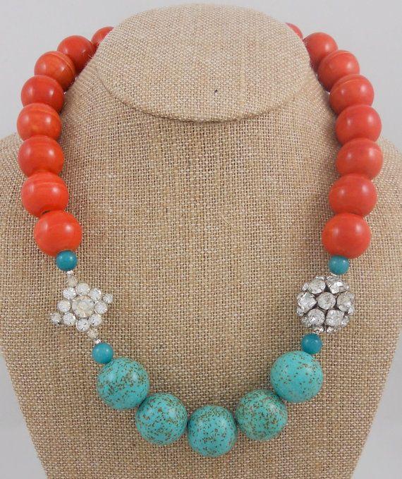 Coral y Turquesa con diamantes de imitación.
