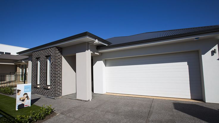 A large double garage is a great addition to the stunning Avalon. #garage #facade #house #home #weeksmacklinhomes