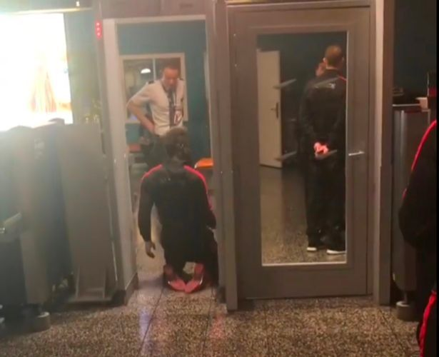 WATCH MARIO BALOTELLI GOING THROUGH AIRPORT SECURITY ON HIS KNEES