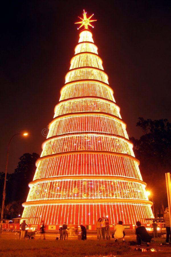 Gigantic Christmas Tree At Night Scenic View Of Gigantic Christmas Tree Illumin Spon Night S Christmas Worldwide Christmas Tree Christmas Tree Lighting