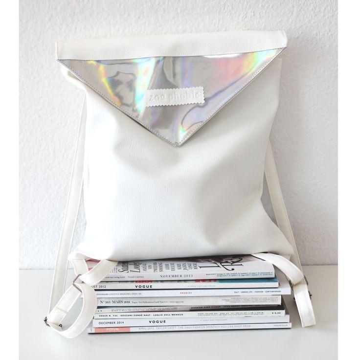 Faux leather backpack with zipper, inner pocket and magnetic closure.Size: 35x35 cm, straps: max. 87 cmMűbőr hátizsák belső zsebbel, cipzáras és mágneses záródással. Méret: 35x35 cm, pánt: max. 87 cm