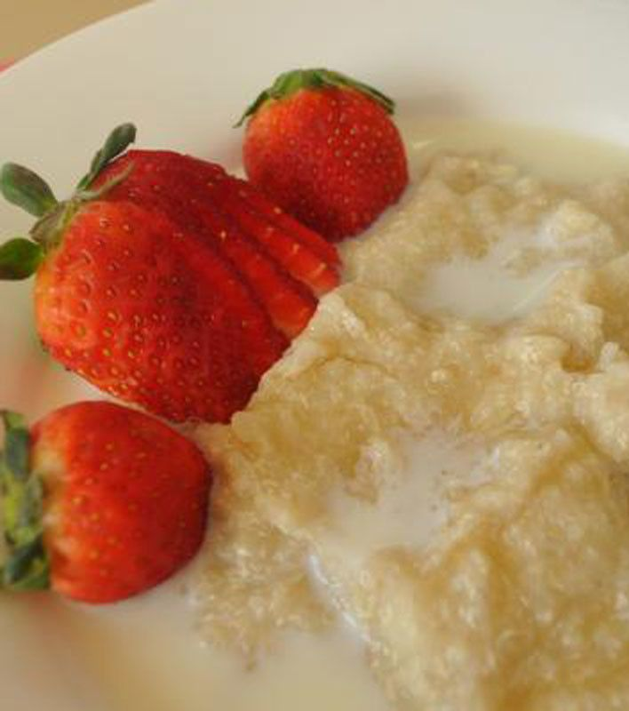 Hot Quinoa Breakfast With Fruits