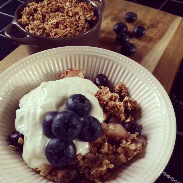 Blueberry granola breakfast!