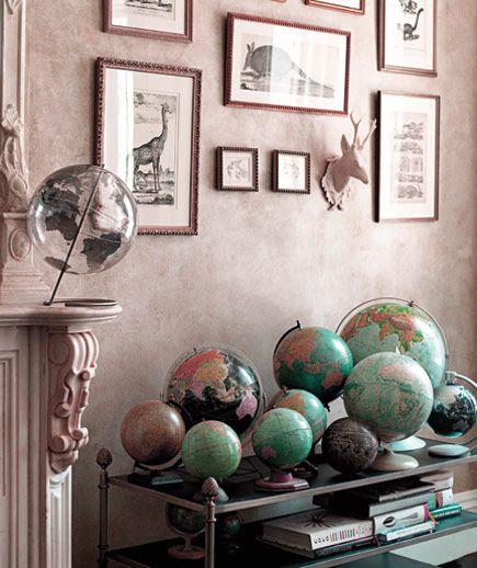 Многим нравится путешествовать и привозить из отпуска памятные вещи. Оформленные в багет фотографии и картины уже стали неотъемлемой частью интерьера. Некоторые путешественники любят географические карты и глобусы, посмотрите, как оригинально и необычно они смотрятся в большом количестве #рамка #багетнаямастерская #глобус #рамкадлякарты #багетнаямастерскаяВиртуоз