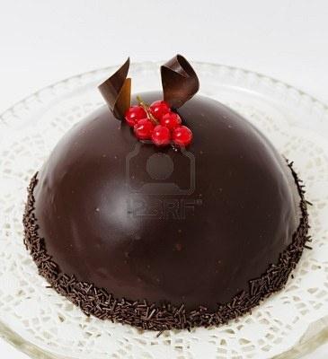 Pastel de chocolate y grosella