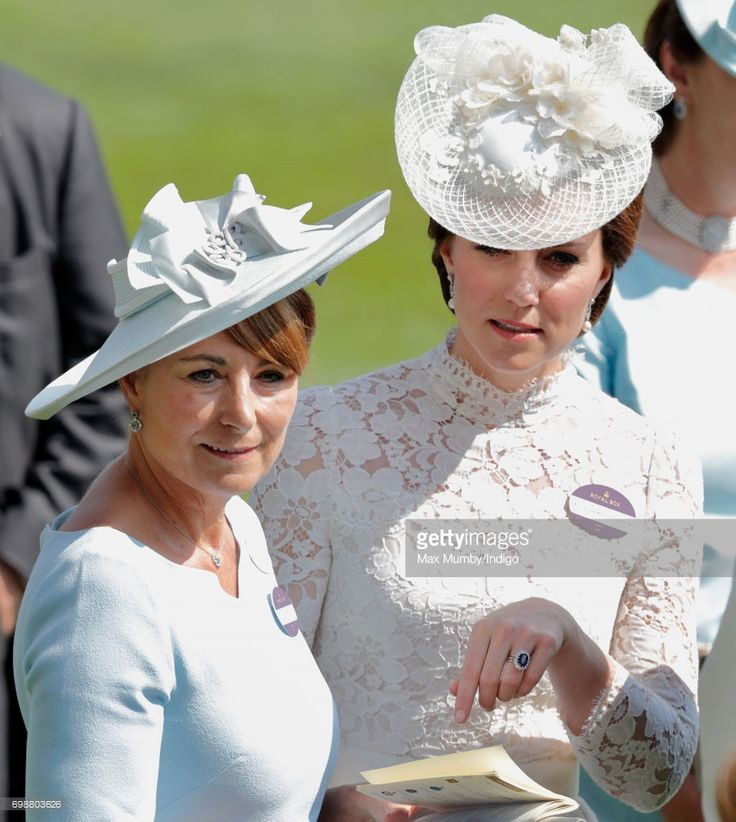 (EMBARGOED FOR PUBLICATION IN UK NEWSPAPERS UNTIL 48 HOURS AFTER CREATE DATE AND TIME) Catherine, Duchess of Cambridge and her mother Carole Middleton attend day 1 of Royal Ascot at Ascot Racecourse on June 20, 2017 in Ascot, England. (Photo by Max Mumby/Indigo/Getty Images)