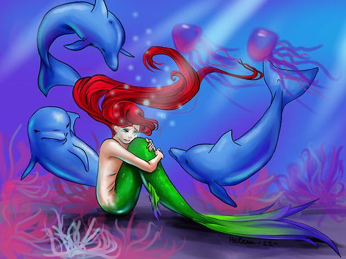 Le lacrime della Sirena escono dal dolore. Nascono dal Fiore dell'Amore, appassito prima ancora di sbocciare.  La Rosa del suo Cuore ha perso i petali che uno a uno si sono staccati e sono diventati lacrime.  Petalo per petalo, lacrima per lacrima.  Ogni volta che l'uomo che amava l'ha rifiutata per la sua diversità lei ha perso un petalo. Finché non ne sono rimasti più.