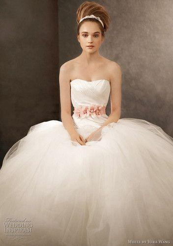 Vera Wang White Wedding Dress STYLEVW35100
