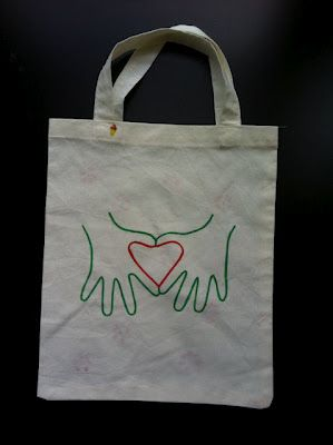 Handprint heart canvas bag--I would love to make this using traces of Ella's hands.