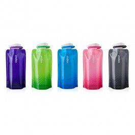 De Vapur® Anti-Bottle™ Shades is een opvouwbare, her te gebruiken waterfles, ontworpen voor gebruik onderweg. In tegenstelling tot de meer traditionele flessen, zo zijn de Vapur Anti-Bottles erg veelzijdig. Als de Vapur Shades gevuld wordt kan hij rechtop staan als een echte fles. Indien leeg kun je hem oprollen, opvouwen of platstrijken, hierdoor past hij altijd makkelijk in je zak, tas of rugzak.