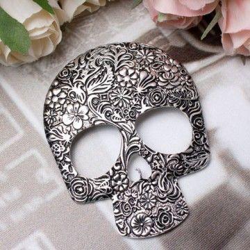 Skull brooch  skulls  74c34c955946