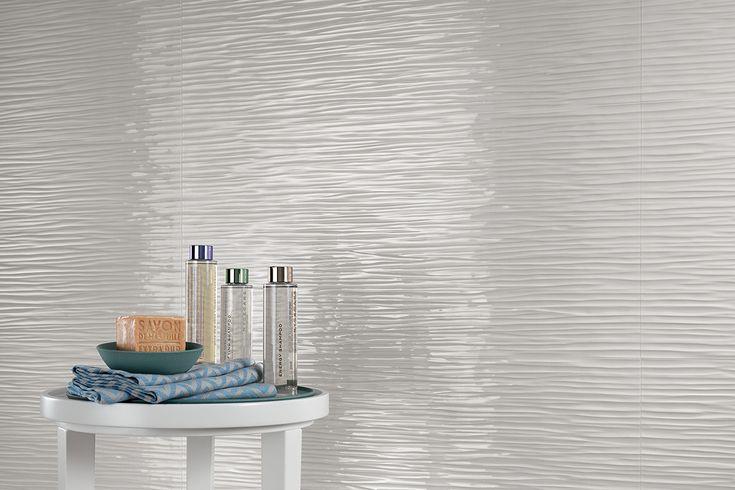 """Da oggi nel negozio online la Serie Atlas Concorde 3D Wall Design """"3D Wave White Glossy 80"""" 40 x 80 Onde vibranti e sottili caratterizzano la superficie ceramica tridimensionale ispirata a un tessuto increspato, dalla personalità giovane e moderna. Grazie all'effetto della luce, le raffinate e sottili onde del rivestimento creano un incessante susseguirsi di increspature, per pareti dinamiche e attuali."""