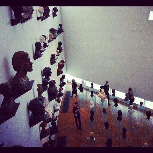 #KUMU taidemuseossa on esillä laaja valikoima virolaista ja kansainvälistä nykytaidetta.
