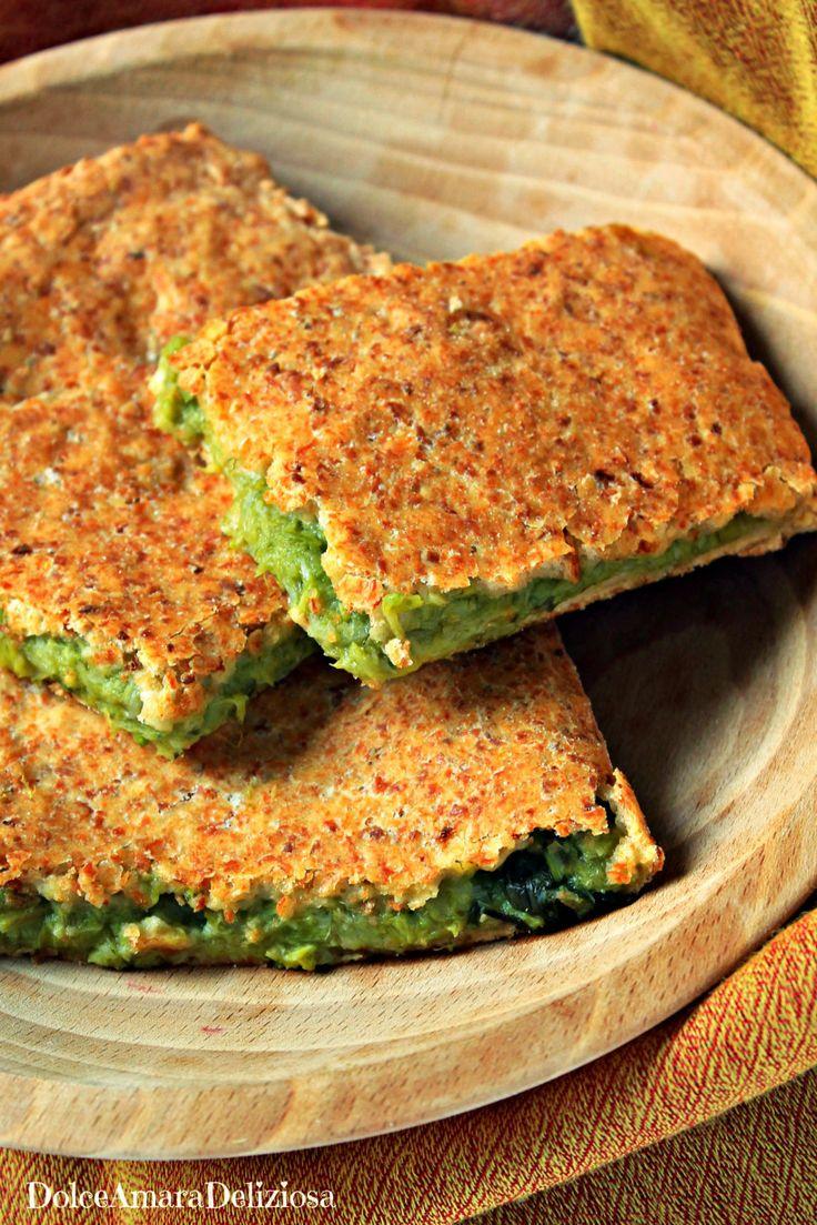 Focaccia con farina di farro e di soia ripiena con porri e asparagi.