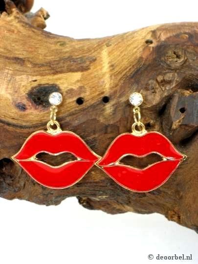 #Oorbellen in de vorm van rode lippen (steker) voor maar 2,45 per paar. bij Deoorbel.nl