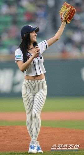 Clara Lee in baseball game