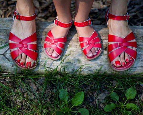 De rode Salt Water Sandals zijn weer op voorraad! www.atticempire.com/ #saltwatersandals
