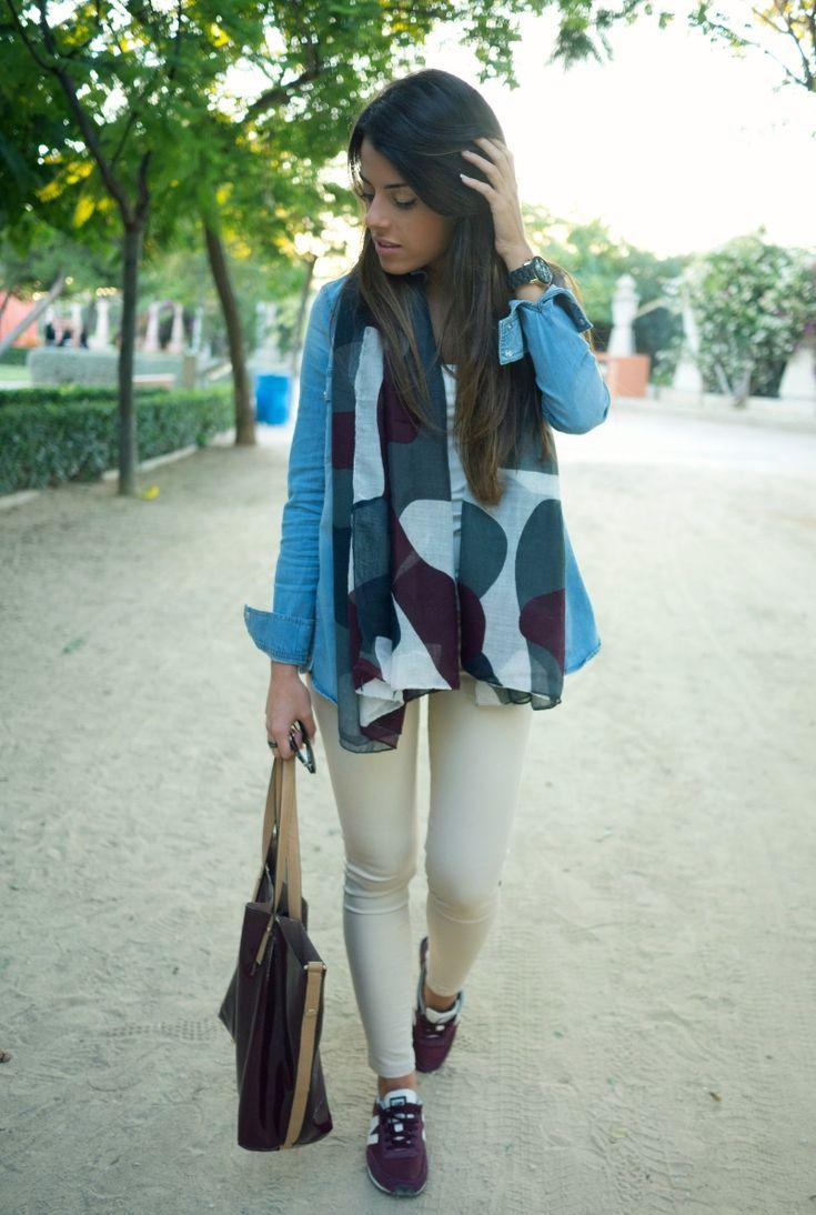 Camisa. Zara Camiseta. Zara Basic Jeans. Stradivarius Pañuelo. Zara Bolso. Parfois Zapatillas. New Balance