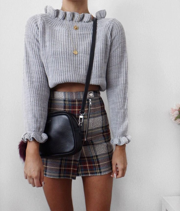 plaid skirt and cropped sweater @dcbarroso