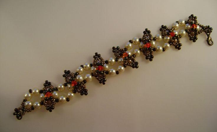 Bracelet by Dorottya Madarász (Facebook: Dorabead)