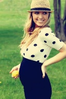 Love everything about this! The lemon is size of your baby! And not to mention cute maternity outfit!
