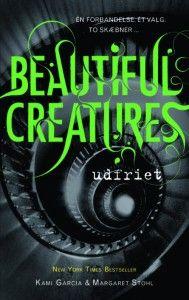 Twilight-serien fik en helt ny generation af teenagere til at dyrke vampyrer og de nye facetter den føjede til begrebet udødelig kærlighed. I dag udkommer fjerde bind i serien Beautiful Creatures, men der endnu mere at hente på det svævende plan mellem barn og voksen, menneske og overnaturlig skabning. Nedenfor præsenterer vi fire nye ungdomsbøger til de unge læsere og de paranormale sværmere.