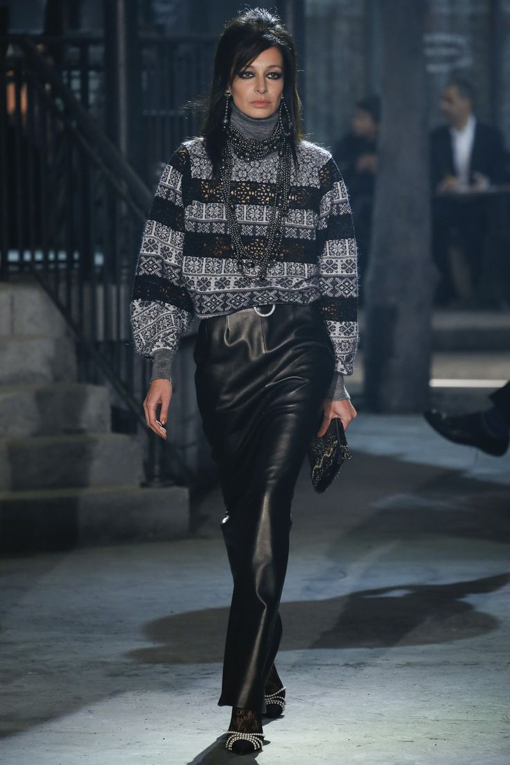 Chanel Pre-Fall 2016 Collection Photos - Vogue