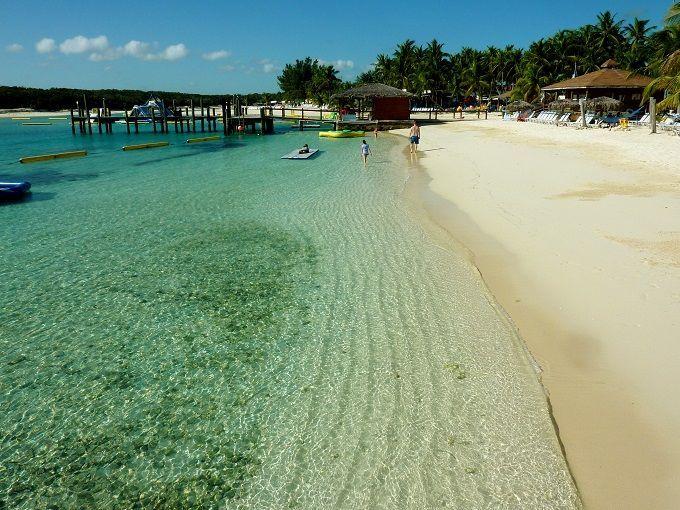 バハマの主都ナッソー「ブルーラグーン島」にて。 Blue Lagoon Island in Nassau, The Bahamas.