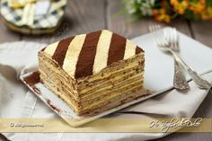 Torta mattonella con crema al burro, il dolce dell'infanzia preparato con biscotti, crema al burro o margarina e caffè. Una ricetta facile e velocissima