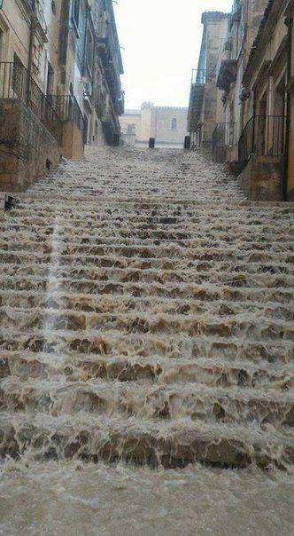 Водопад в Сиракузах ( Сицилия, Италия, 17.11.2016)